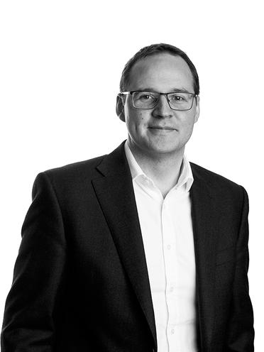 Brett Darke, Chemicals, Media, Building Materials and Healthcare Analyst